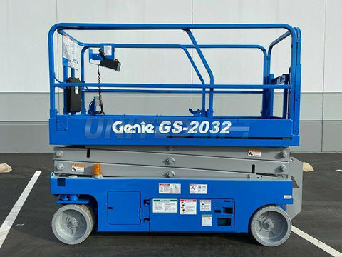 2015 GENIE GS2032 SCISSOR LIFT 20' REACH ELECTRIC SMOOTH CUSHION TIRES 158 HOURS STOCK # BF9623579-RIL