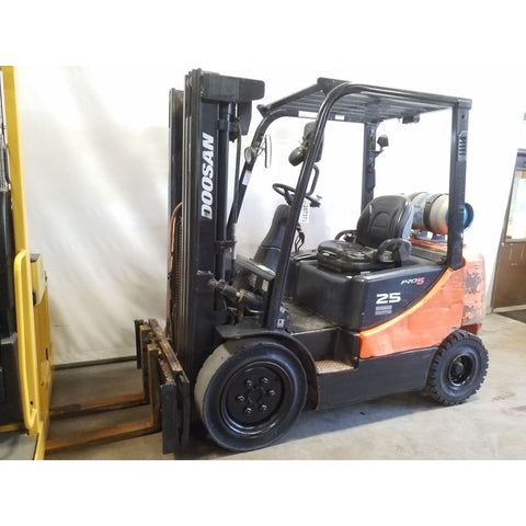 2009 DOOSAN G25E-5 5000 LB LP GAS FORKLIFT PNEUMATIC 84/186 3 STAGE MAST SIDE SHIFTER 7771 HOURS STOCK # 20737-NCB
