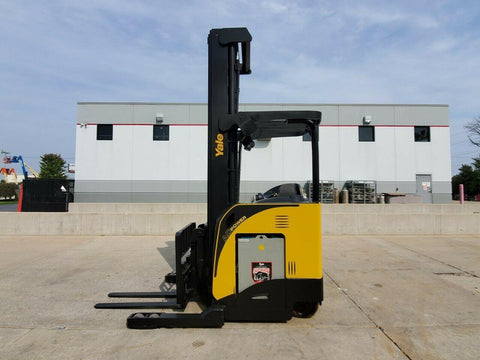 "2014 YALE NDR035 3500 LB ELECTRIC FORKLIFT 131/302"" 3 STAGE MAST SIDE SHIFTER 8480 HOURS STOCK # BF9230689-RIL - United Lift Used & New Forklift Telehandler Scissor Lift Boomlift"