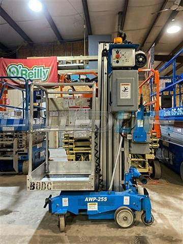 2009 GENIE AWP-25S PERSONAL SCISSOR LIFT 25' REACH ELECTRIC OUTRIGGERS STOCK # BF9519959-RIL2