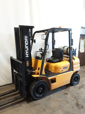 "2004 HYUNDAI HLF25C 5000 LB LP GAS FORKLIFT PNEUMATIC 89/189"" 3 STAGE MAST SIDE SHIFTER 8863 HOURS STOCK # BF9222359-NCB"