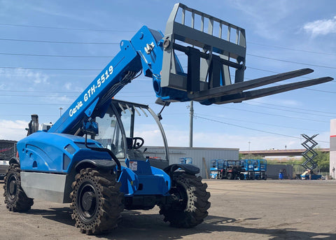 2011 GENIE GTH5519 5500 LB DIESEL TELESCOPIC FORKLIFT TELEHANDLER PNEUMATIC 4WD 2650 HOURS STOCK # BF9335149-ALPHA