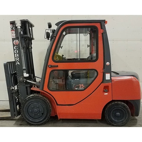 2014 COBRA CBR-FD35 8000 LB DIESEL FORKLIFT PNEUMATIC 87/189 3 STAGE MAST ENCLOSED HEATED CAB 1672 HOURS STOCK # BF1986-BUF ** ONLY $404.00 PER MONTH **