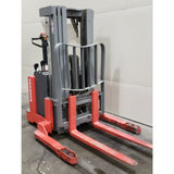 2002 RAYMOND DSX40 4000 LB ELECTRIC FORKLIFT WALKIE STACKER CUSHION 72/150 3 STAGE MAST 2084 HOURS STOCK # BF72859-99-BUF - united-lift-equipment