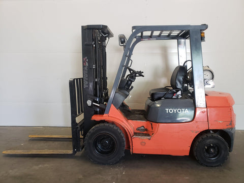 2005 TOYOTA 7FGU25 5000 LB LP GAS FORKLIFT PNEUMATIC 83/189 3 STAGE MAST SIDE SHIFTER STOCK # BF967529-BUF