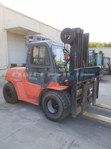 "2013 TOYOTA 7FDU70 15500 LB DIESEL FORKLIFT PNEUMATIC 96/187"" 3 STAGE MAST SIDE SHIFTING FORK POSITIONER DUAL TIRES ENCLOSED CAB 9740 HOURS STOCK # BF9319129-NCB"