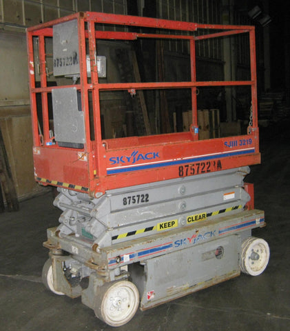 2011 SKYJACK SJ3219 SCISSOR LIFT 19' REACH ELECTRIC SMOOTH CUSHION TIRES STOCK # BF943539-WIB