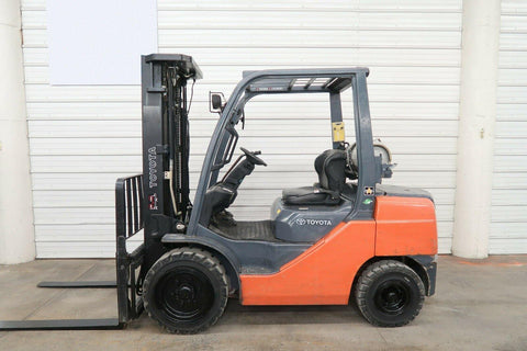 2010 TOYOTA 8FGU30 6000 LB LP GAS FORKLIFT PNEUMATIC 88/187 3 STAGE MAST SIDE SHIFTER 4537 HOURS STOCK # BF9927849-DPA