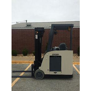 2007 CROWN RC 5500C-30 3500 LB 36 VOLT ELECTRIC DOCK STOCKER FORKLIFT 83/190 3 STAGE MAST STOCK # 8457-558250-ARB
