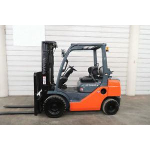 2012 TOYOTA 8FGU25 5000 LB DUAL FUEL FORKLIFT PNEUMATIC 83/189 3 STAGE MAST SIDE SHIFTER 2131 HOURS STOCK # BF89428-DPA