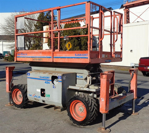 2011 SKYJACK SJ6832RT SCISSOR LIFT 26' REACH DUAL FUEL 4X4 CUSHION TIRES 1548 HOURS STOCK # BF9370030389-ESPA - united-lift-equipment