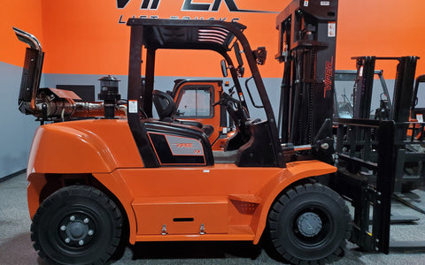 "2020 VIPER FD70 15500 LB DIESEL FORKLIFT DUAL PNEUMATIC 108/189"" 3 STAGE MAST SIDE SHIFTING FORK POSITIONER STOCK # BF9583559-ILIL - United Lift Used & New Forklift Telehandler Scissor Lift Boomlift"