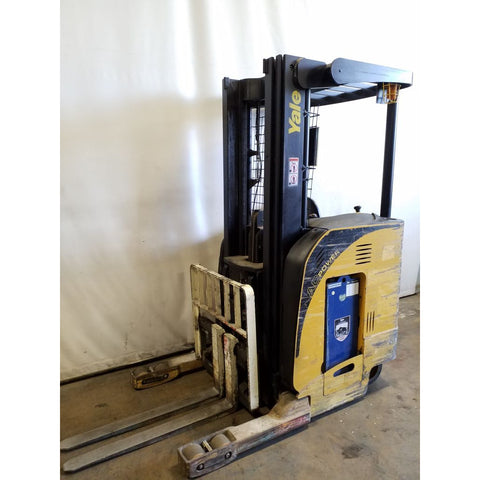 2007 YALE NR040DAN 4000 LB 36 VOLT ELECTRIC REACH FORKLIFT 91/203 3 STAGE MAST SIDE SHIFTER 3942 HOURS STOCK # 21144-NCB