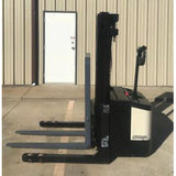 CROWN WS 2000 4000 LB ELECTRIC FORKLIFT WALKIE STACKER CUSHION 72/160 3 STAGE MAST STOCK # 5928-108314-ARB