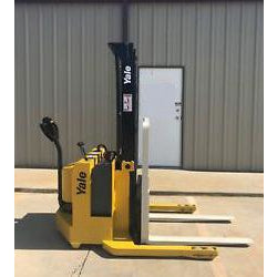 2000 YALE MSW030SCN12TV081 3000 LB ELECTRIC FORKLIFT WALKIE STACKER CUSHION 81/128 2 STAGE MAST 4418 HOURS STOCK # 3621-03755X-ARB - united-lift-equipment