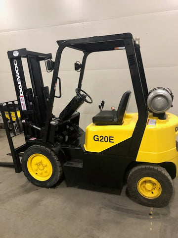 2003 DAEWOO G20E-3 4000 LB LP GAS FORKLIFT PNEUMATIC 84/127 2 STAGE FULL FREE LIFT MAST 2389 HOURS STOCK # BF958639-BUF