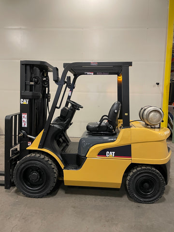 "2016 CATERPILLAR GP30N 6000 LB LP GAS FORKLIFT PNEUMATIC 85/186"" 3 STAGE MAST PNEUMATIC TIRE SIDE SHIFTER STOCK # BF9151679-BUF - United Lift Equipment LLC"