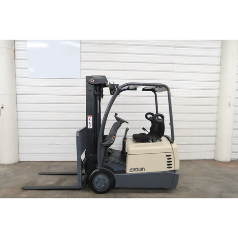 2003 CROWN SC4020-30 3000 LB 36 VOLT ELECTRIC 3 WHEEL FORKLIFT 83/190 3 STAGE MAST SIDE SHIFTER 5384 HOURS STOCK # BF52887-DPA ** ONLY $279.00 PER MONTH ** - Buffalo Forklift LLC
