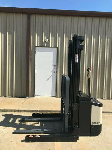 2007 CROWN WS-2300 3500 LB ELECTRIC FORKLIFT WALKIE STACKER CUSHION 84/128 2 STAGE MAST 4337 HOURS STOCK # 5914-466773-ARB