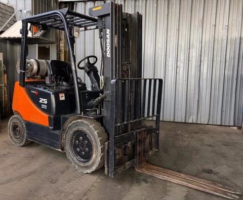 2011 DOOSAN G25P-5 5000 LB LP GAS FORKLIFT PNEUMATIC 85/186 3 STAGE MAST SIDE SHIFTER ONLY 283 HOURS STOCK # BF9147719-PETX - united-lift-equipment