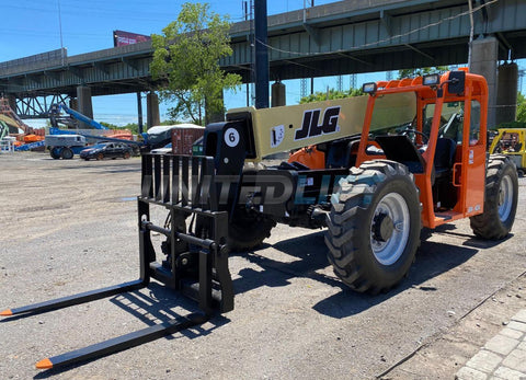 2013 JLG G6-42A 6000 LB DIESEL TELESCOPIC FORKLIFT TELEHANDLER PNEUMATIC 4WD SIDE TILT CARRIAGE AUXILIARY HYDRAULICS 3657 HOURS STOCK # BF9425439-NLEQ