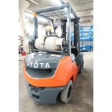 2011 TOYOTA 8FGU25 5000 LB DUAL FUEL FORKLIFT PNEUMATIC 83/189 3 STAGE MAST SIDE SHIFTER 2310 HOURS STOCK # BF33722-DPA