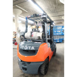 2014 TOYOTA 8FGU25 5000 LB LP GAS FORKLIFT PNEUMATIC 83/189 3 STAGE MAST SIDE SHIFTER 3235 HOURS STOCK # BF33751-DPA ** ONLY $568.00 PER MONTH **