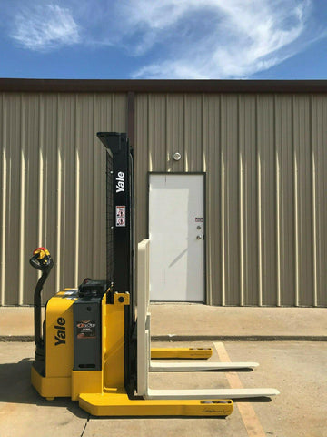 2013 YALE MSW040SEN24TV087 4000 LB ELECTRIC FORKLIFT WALKIE STACKER CUSHION 87/130 2 STAGE MAST 887 HOURS STOCK # 9286-425735-ARB