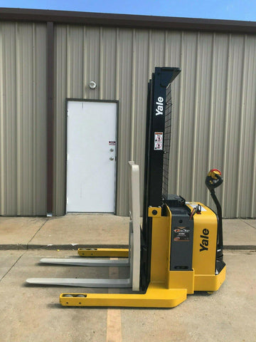 2008 YALE MSW040SFN24TV087 4000 LB ELECTRIC FORKLIFT WALKIE STACKER CUSHION 87/130 2 STAGE MAST 897 HOURS STOCK # 6672-383697-ARB