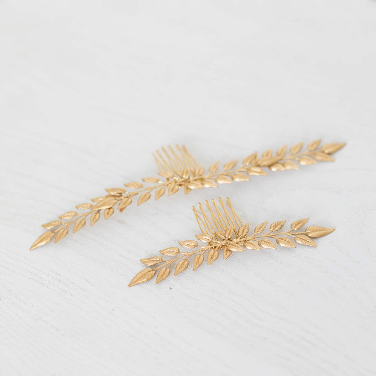 Delicate Bridal Hair Comb in Gold (longer length) - Elle + Adhira