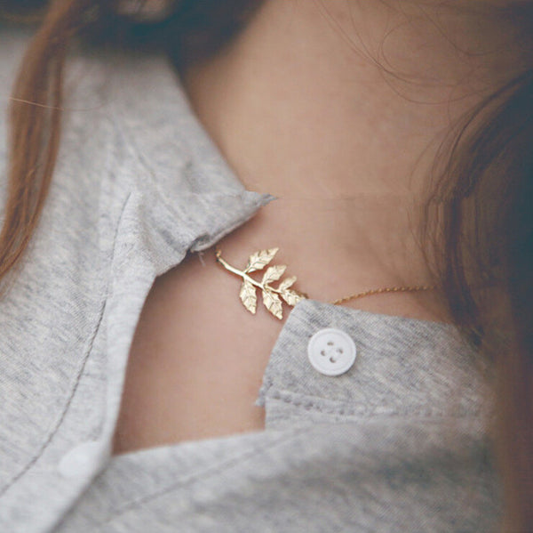 Metal Leaves Short Clavicle Necklace