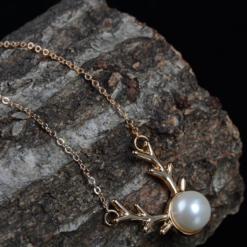 Delicate Pearl Clavicle Necklace