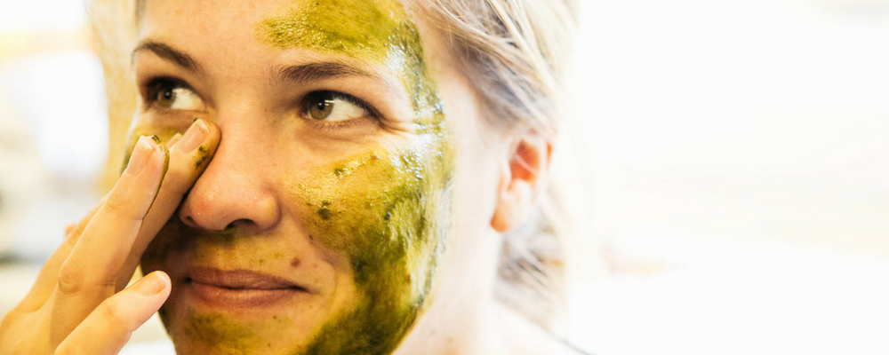Home made facial mask from baobab and barley grass for glowing skin!