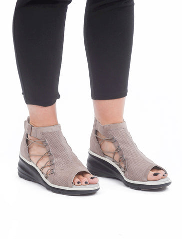 Jambu Naomi Wedge, Light Taupe