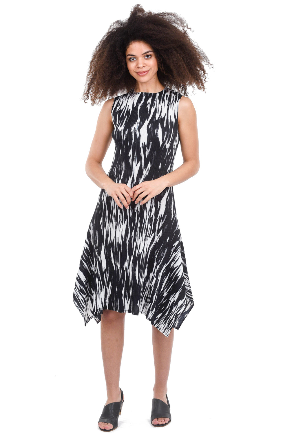 Veeca Hanky Hem Crinkle Dress, Black/White