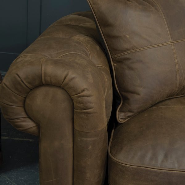 Chamberlain Deluxe - Medium Sofa
