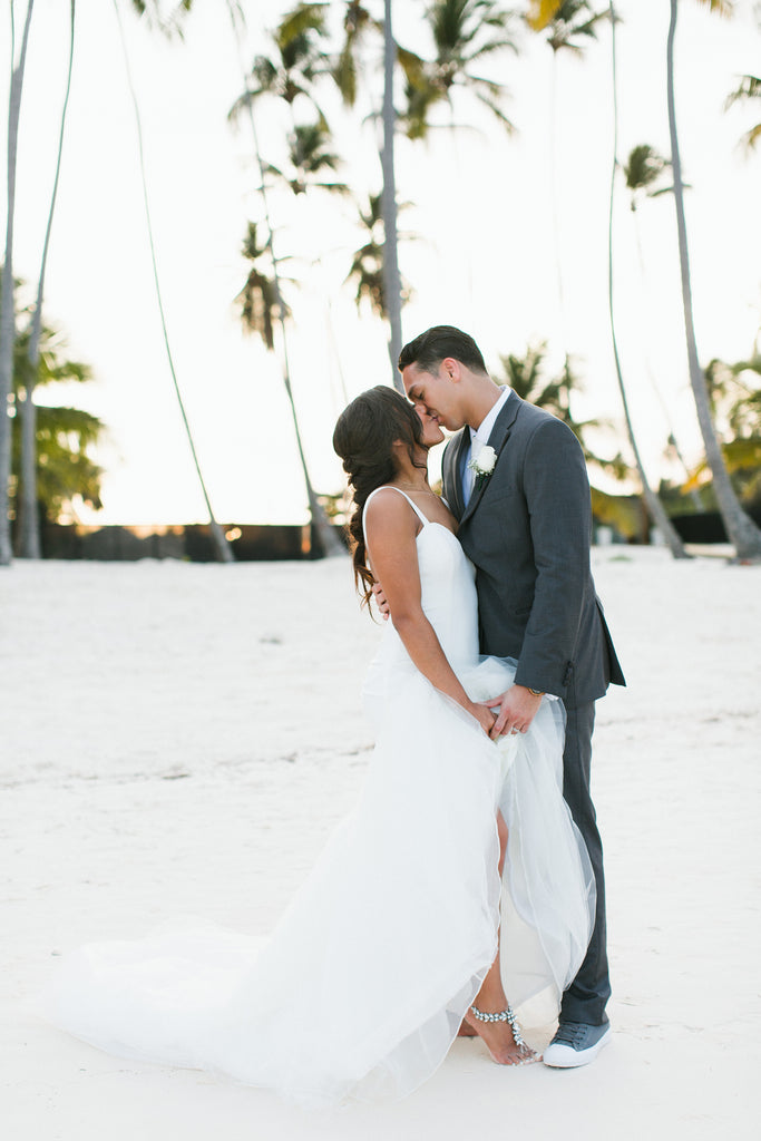barefoot beach bride in Dominican Respublic