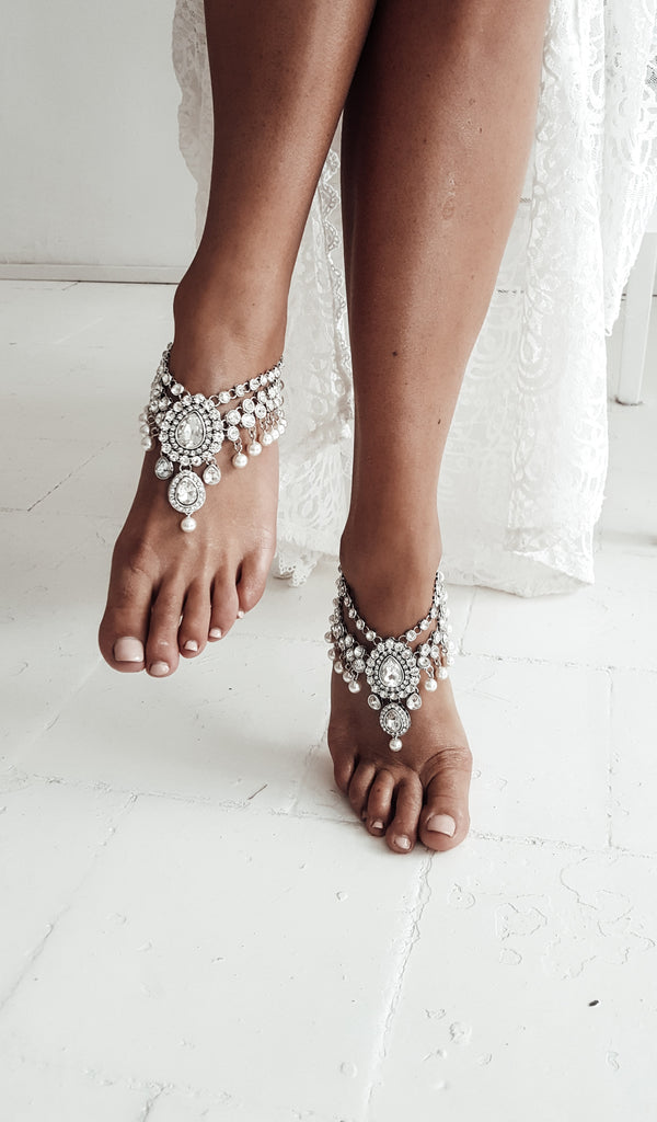 Chunky_ankle_bracelet_jewelry_with_pearls