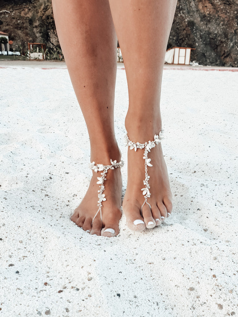 Wedding_barefoot_sandals_with_white_flowers