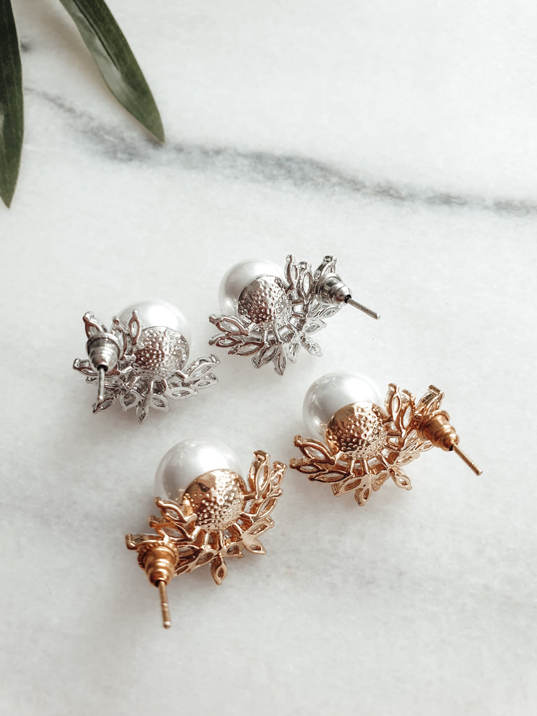 bridal_pearl_stud_earrings_Kira_Nelipots