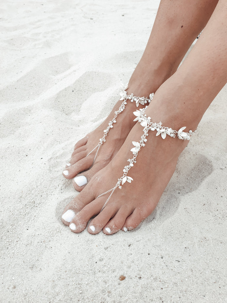 Barefoot_sandals_for_wedding_with_toe_ring