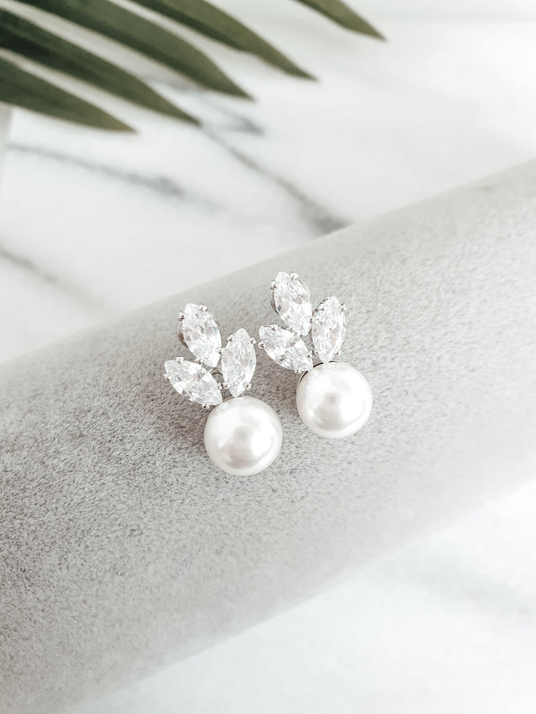 bridal_silver_pearl_earrings_Fifi