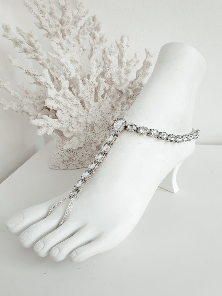 Sterling silver chain barefoot sandals, Chain feet jewellery, Bridal barefoot sandals. This listing is for a pair of beautiful sterling silver chain barefoot sandals.