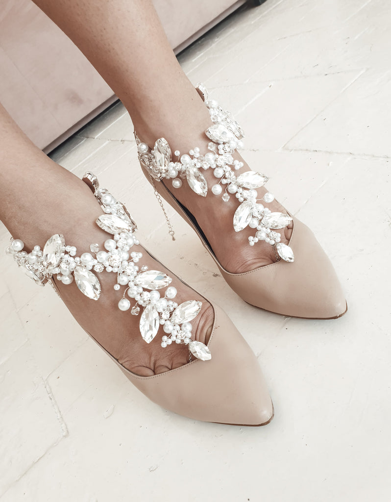 Bridal_nude_high_heel_shoes_with_pearls