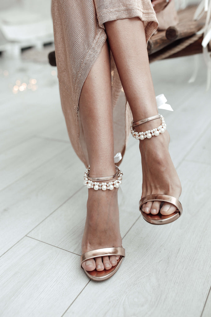 Rose_gold_pearl_ankle_bracelet_for_your_wedding_shoes