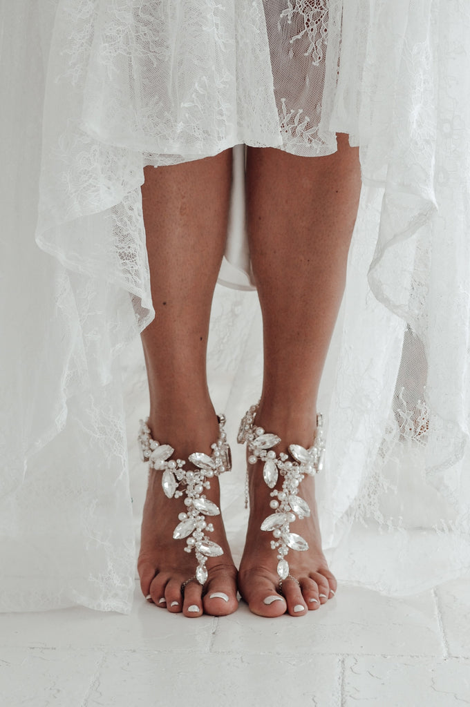 barefoot_wedding_sandals_for_beach_wedding