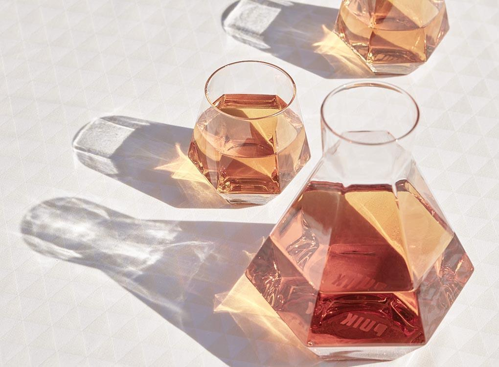 Geometric diamond glass set from Puik. Geometric fun whiskey glasses and carafe from Dutch designers, Puik.