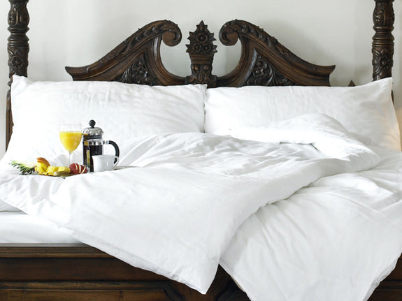 Our luxurious deluxe white down duvet provides a soft comfort with excellent quality