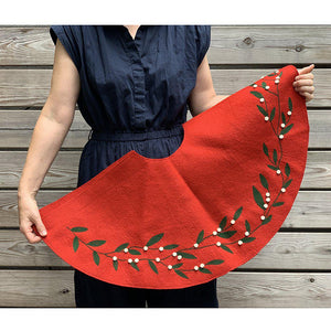 Winter Berry Tree Skirt - Red