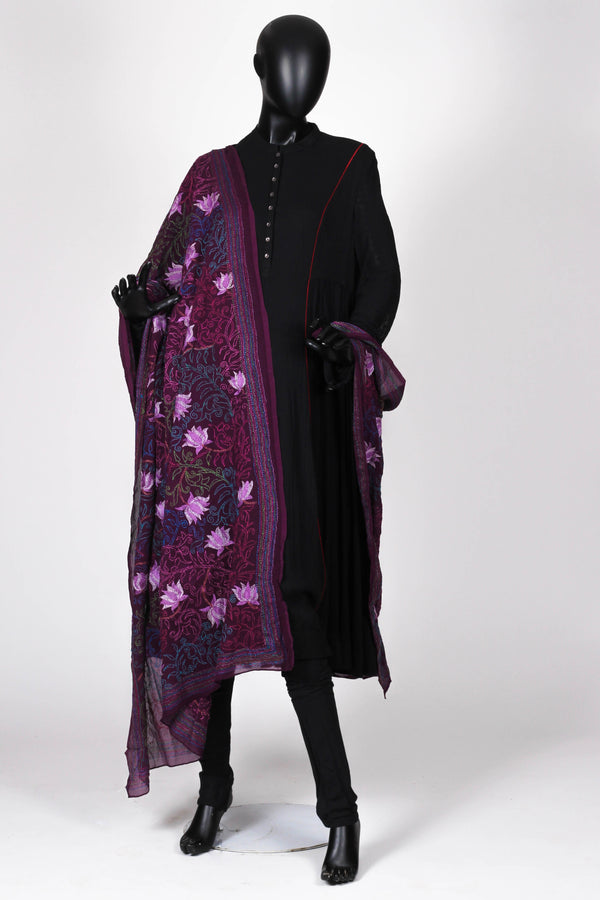 Purple crepe silk dupatta with kantha work